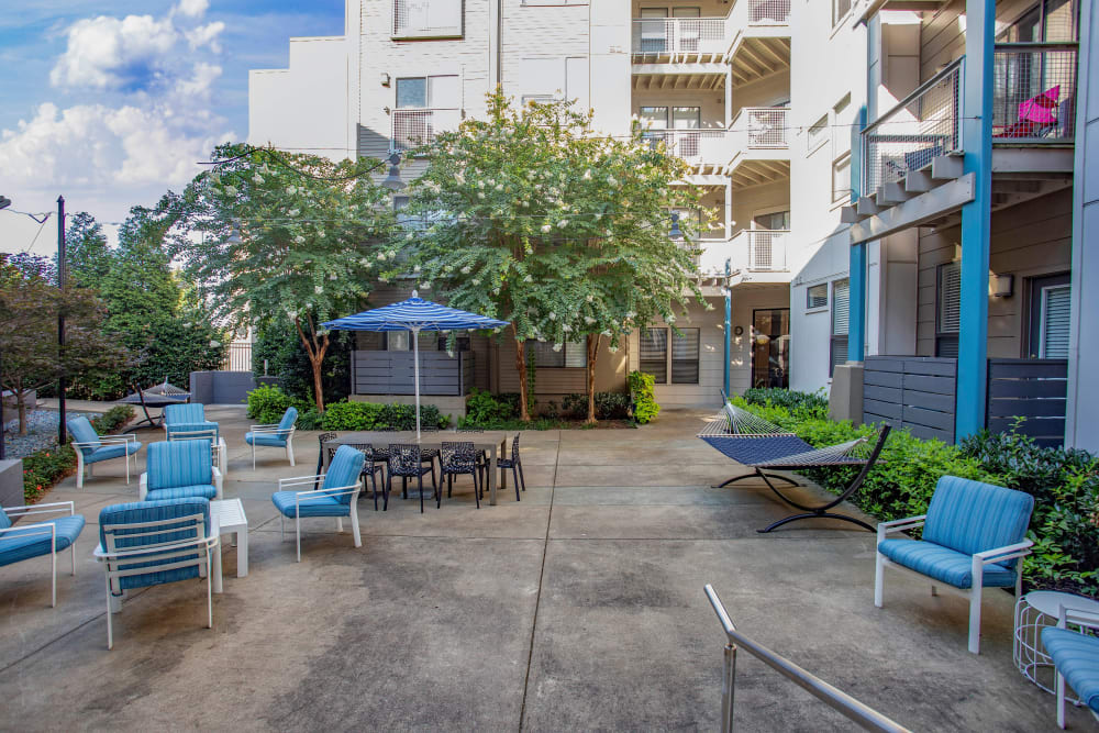 Beautifully maintained exterior courtyard at Olympus Midtown in Nashville, Tennessee