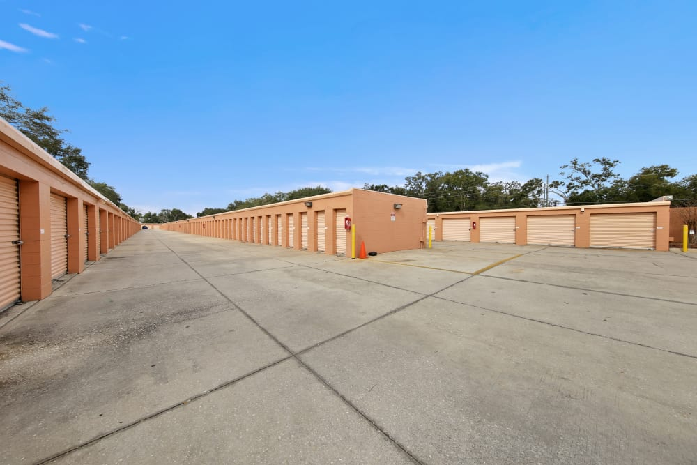 Large open driveways through My Neighborhood Storage Center in Orlando, Florida