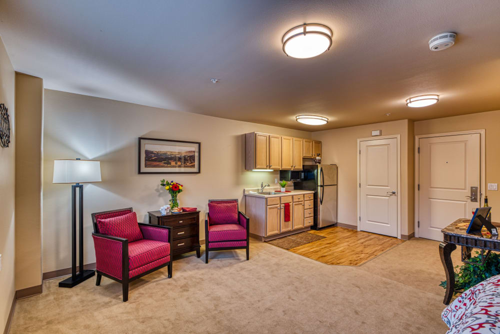 A spacious living room at Patriots Landing in DuPont, Washington.