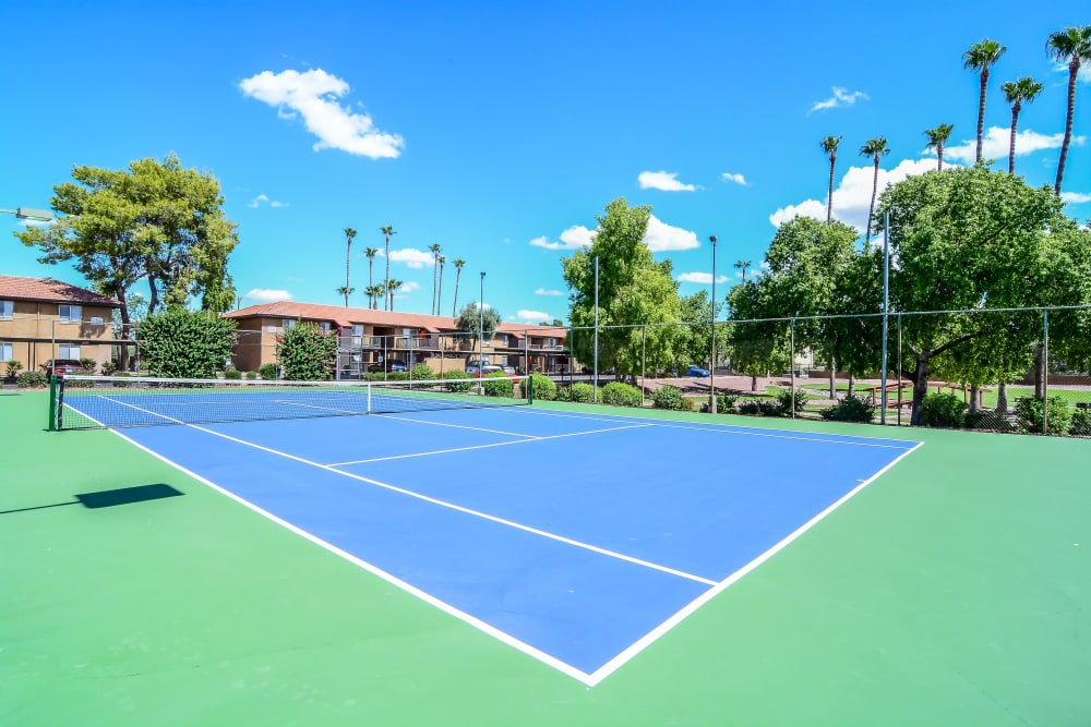 Community tennis courts at 505 West Apartment Homes in Tempe, Arizona