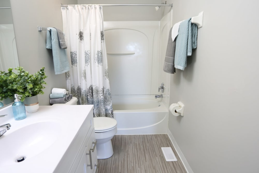 Model bathroom at Worthington Meadows in Columbus, Ohio