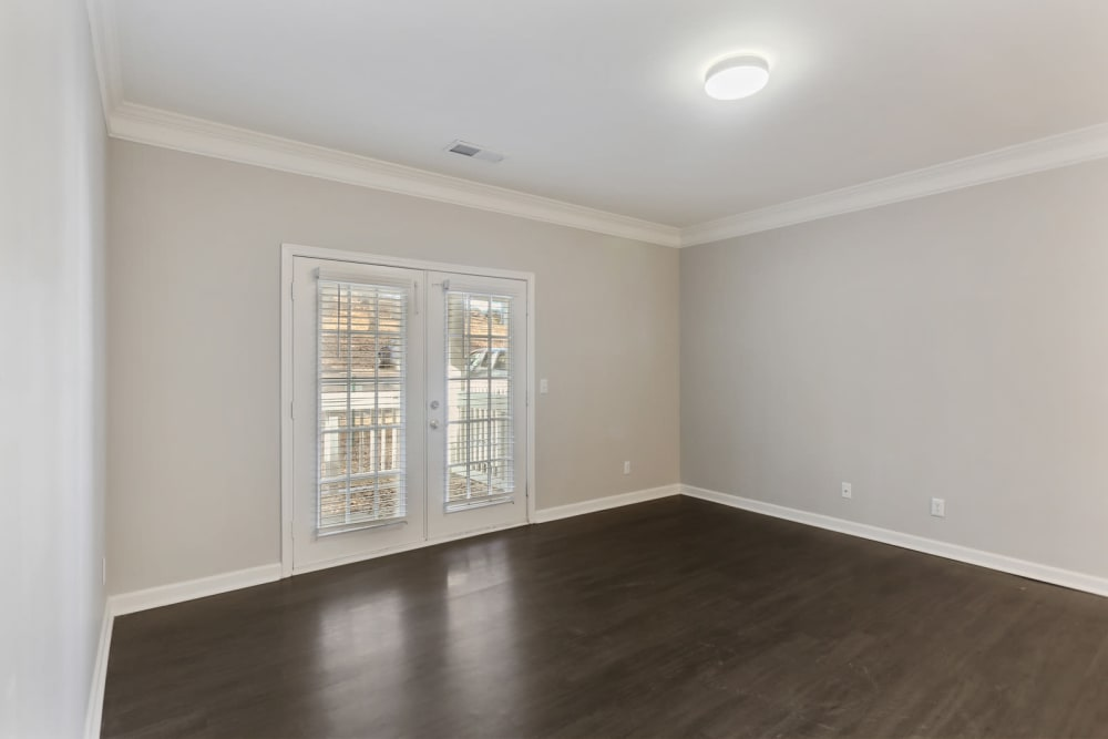 An apartment living room with hardwood floor at Crest at East Cobb in Marietta, Georgia