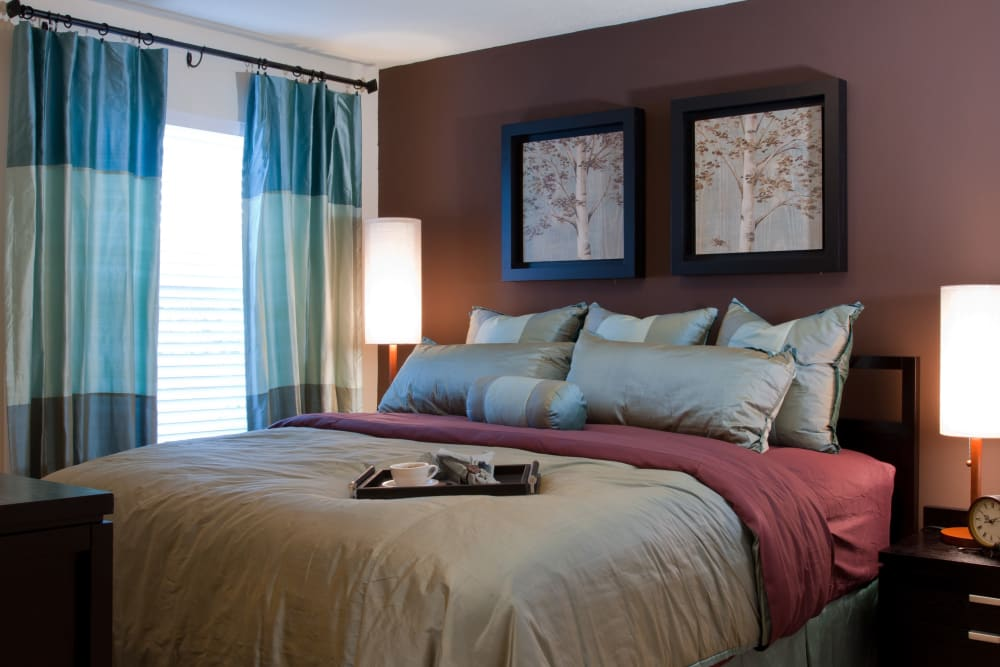 Well decorated and comfortable bedroom at Abaco Key in Orlando, Florida