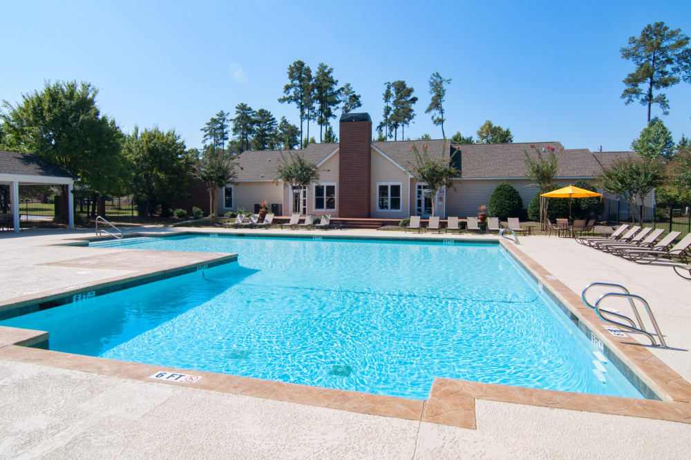 Beautiful swimming pool and lounge seating at Amber Chase Apartment Homes in McDonough, Georgia