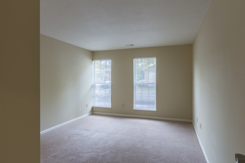 A spacious bedroom with large windows at Alexander Court in Reynoldsburg, Ohio