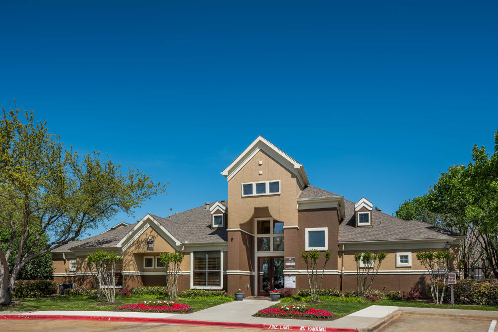 Exterior clubhouse and green space at Arbrook Park Apartment Homes in Arlington, Texas