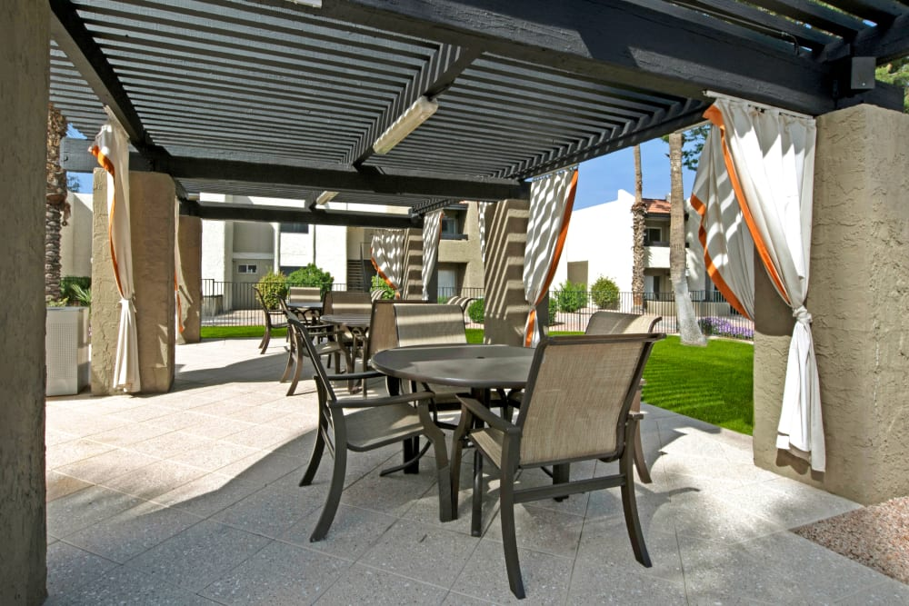 Shaded outdoor seating at Avia McCormick Ranch Apartments in Scottsdale, Arizona