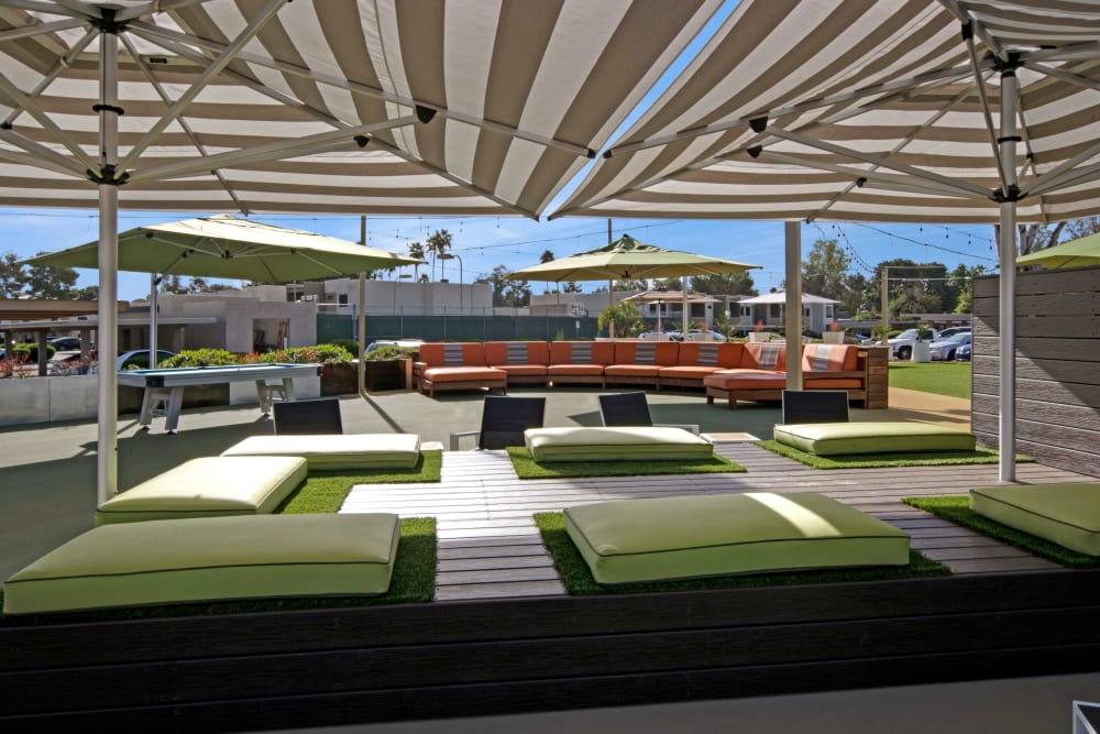 Outdoor community space with sunshade and community seating at Avia McCormick Ranch Apartments in Scottsdale, Arizona