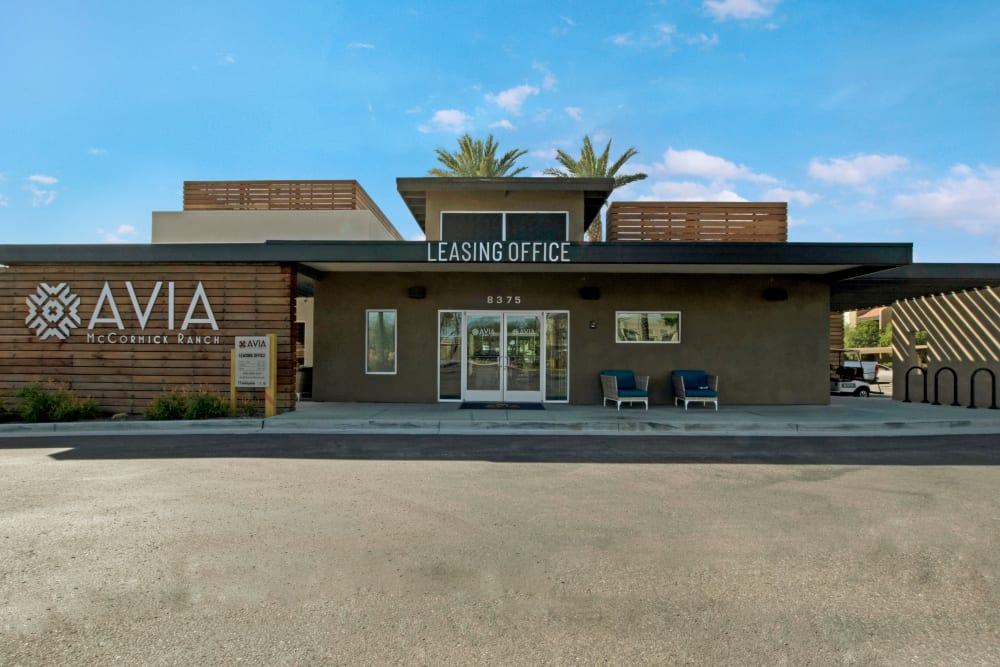 Leasing office and parking lot at Avia McCormick Ranch Apartments in Scottsdale, Arizona