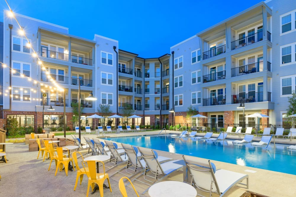 Pool and outdoor lounge at Bluebird Row in Chattanooga, Tennessee