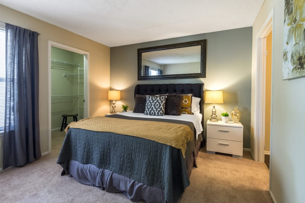 A comfortable bedroom at Britton Woods in Dublin, Ohio