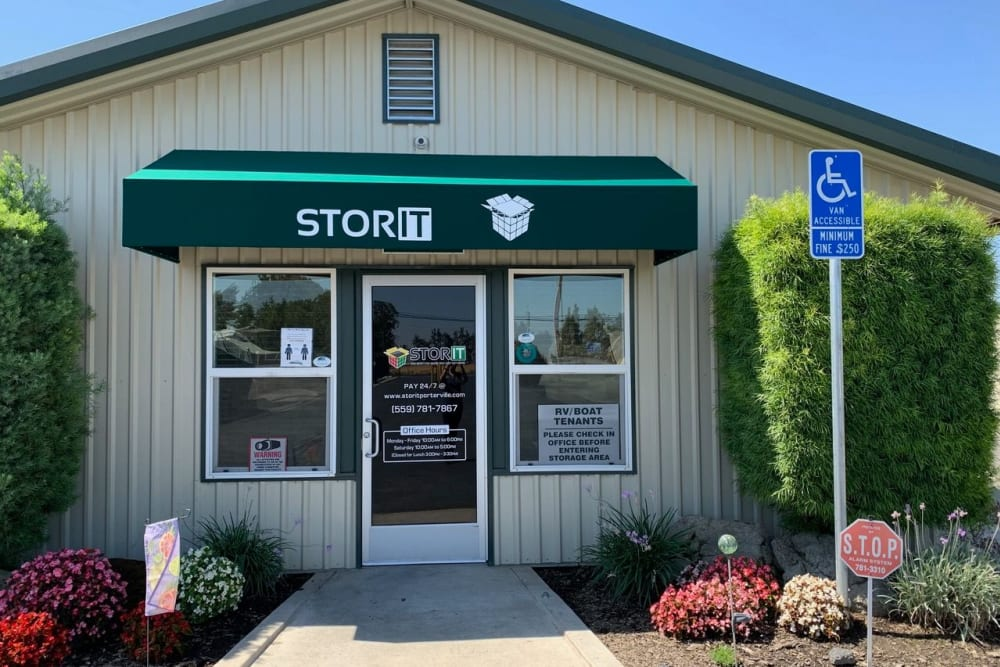 Exterior of the leasing office at Stor It Self Storage in Porterville, California