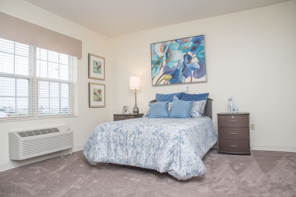 Bedroom with a large bed and art on the walls at Gateway Springs Health Campus in Fairfield Township, Ohio