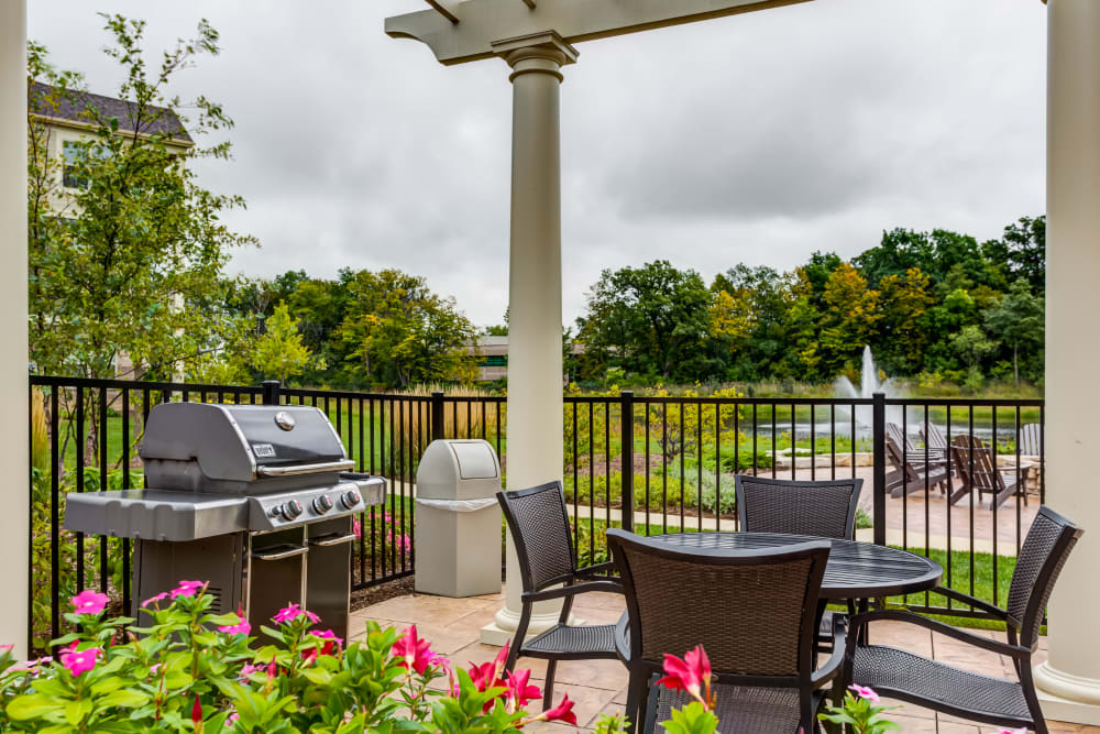 Grill and seating area at The Oaks Of Vernon Hills in Vernon Hills, IL