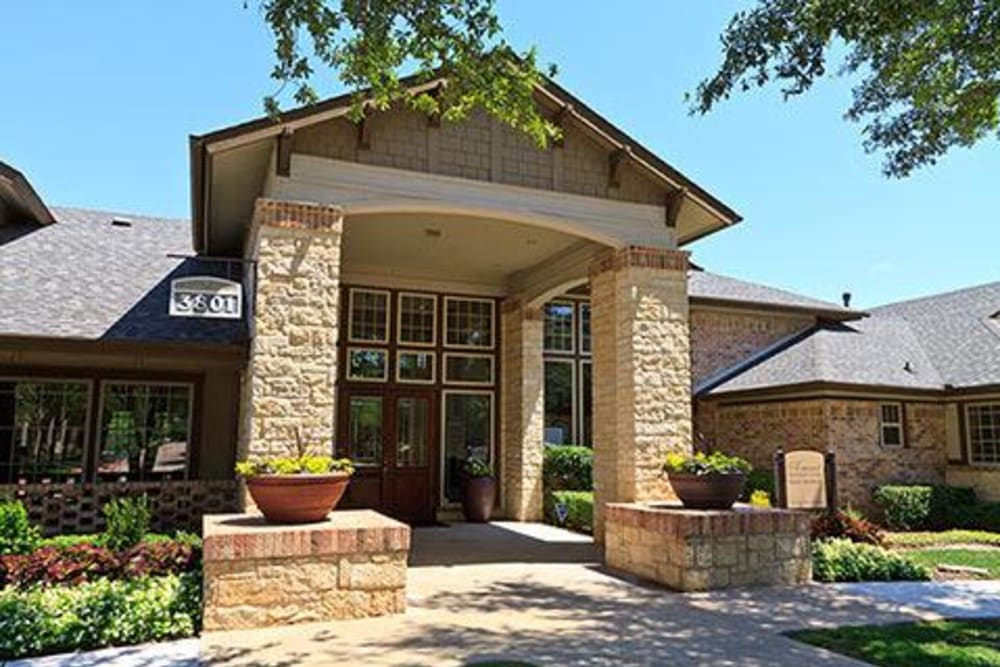Clubhouse with amenities poolside at Somerset at Spring Creek in Plano, Texas