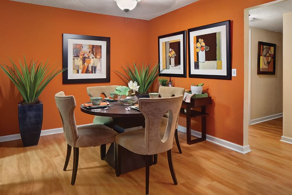 Dining nook at Signal Pointe Apartment Homes in Winter Park, Florida