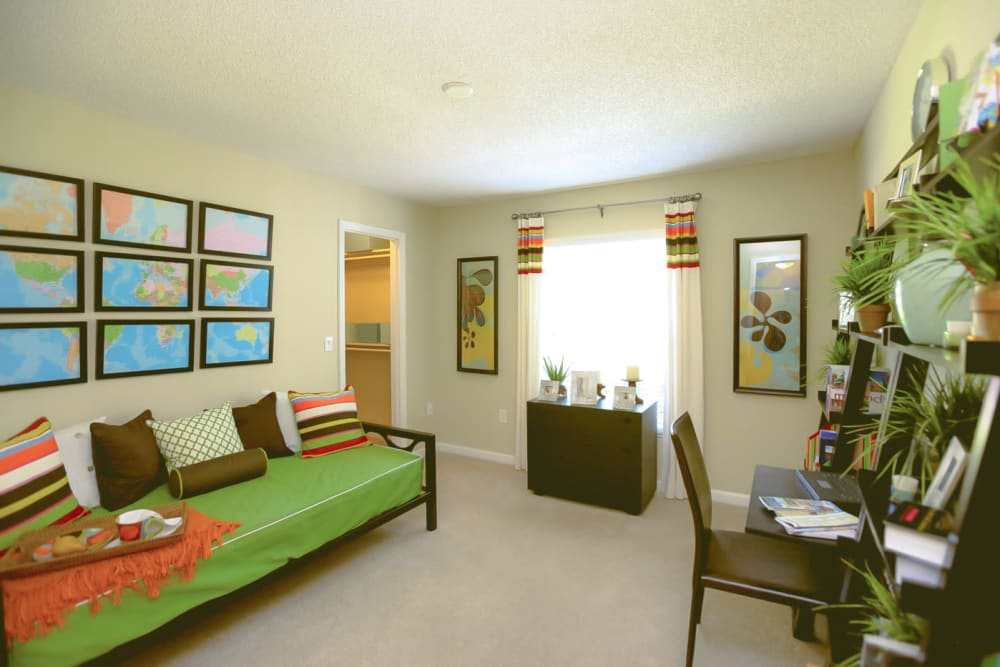 Downstairs common area at Signal Pointe Apartment Homes in Winter Park, Florida