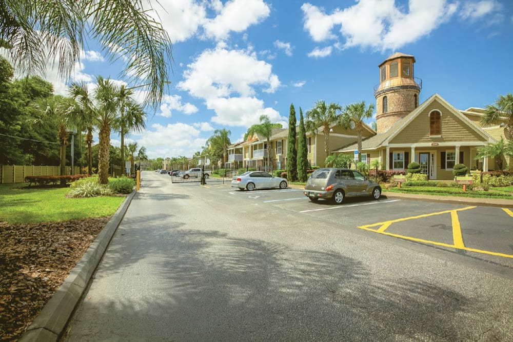 Exterior view of complex and parking at Signal Pointe Apartment Homes in Winter Park, Florida