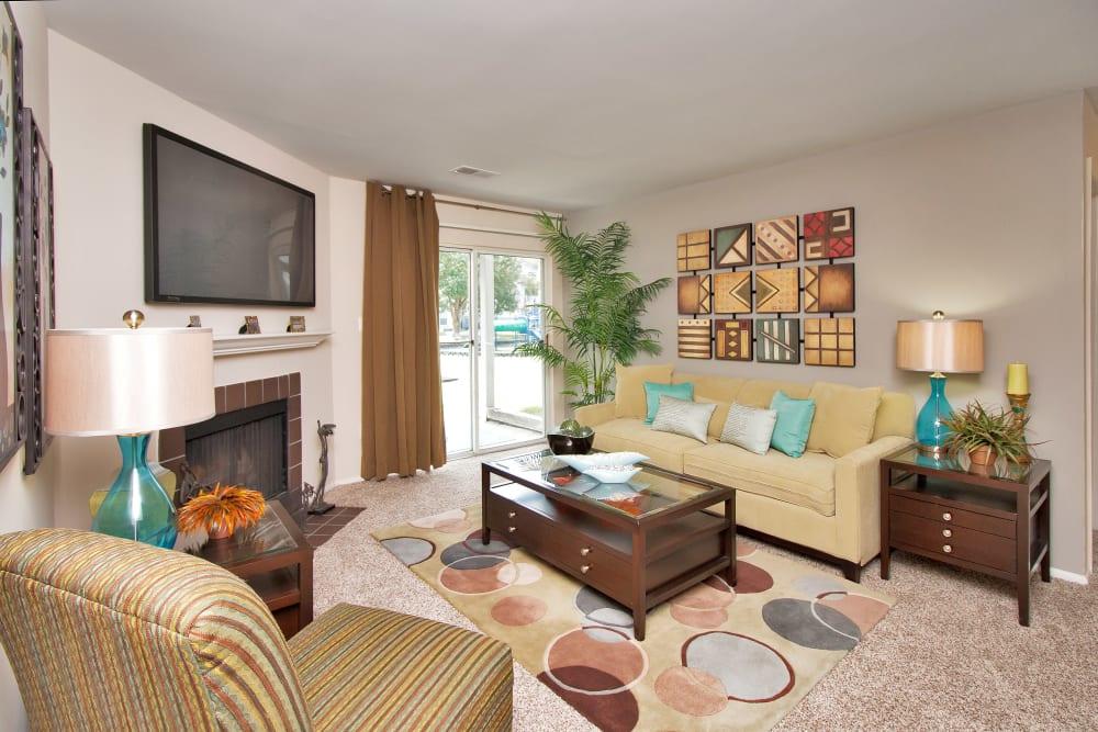 Living room with modern decor at Runaway Bay Apartments in Virginia Beach, Virginia