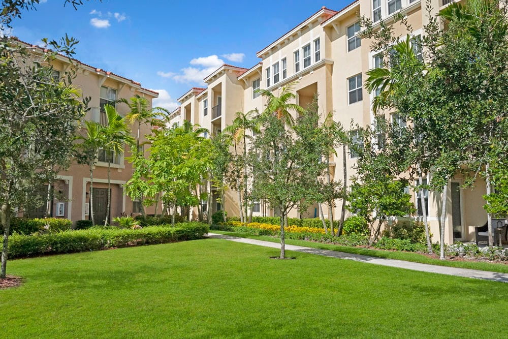 Exterior image of buildings and grassy lawn area at City Center on 7th Apartment Homes in Pembroke Pines, Florida