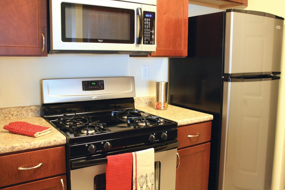 The Commons At Haynes Farm offers a Kitchen with stainless steel appliances in Shrewsbury, Massachusetts