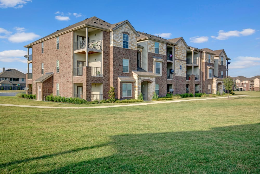 Exterior image of apartments at Creekside South in Wylie, Texas