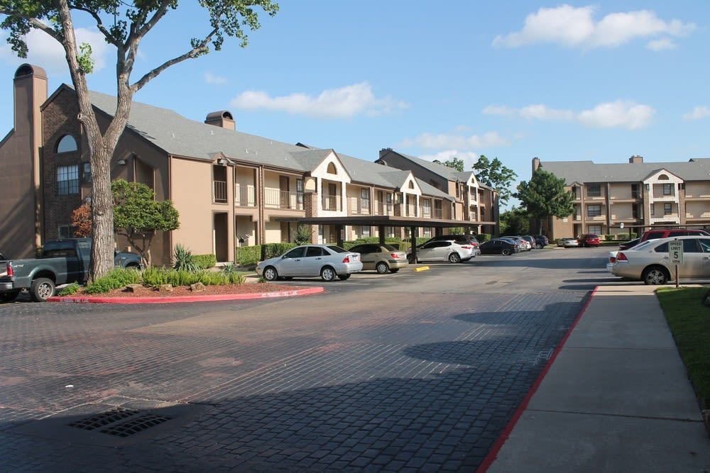 Exterior view of complex and parking at The Reserve at Windmill Lakes in Houston, Texas