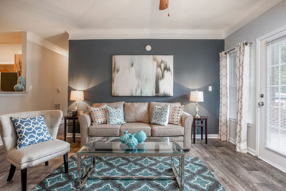 Living room with modern decor at Peachtree Landing in Fairburn, Georgia