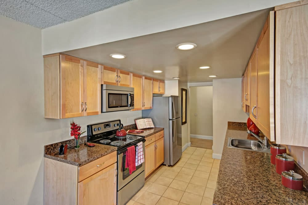 High end amenities are featured in this kitchen at Frazer Crossing in Malvern, Pennsylvania