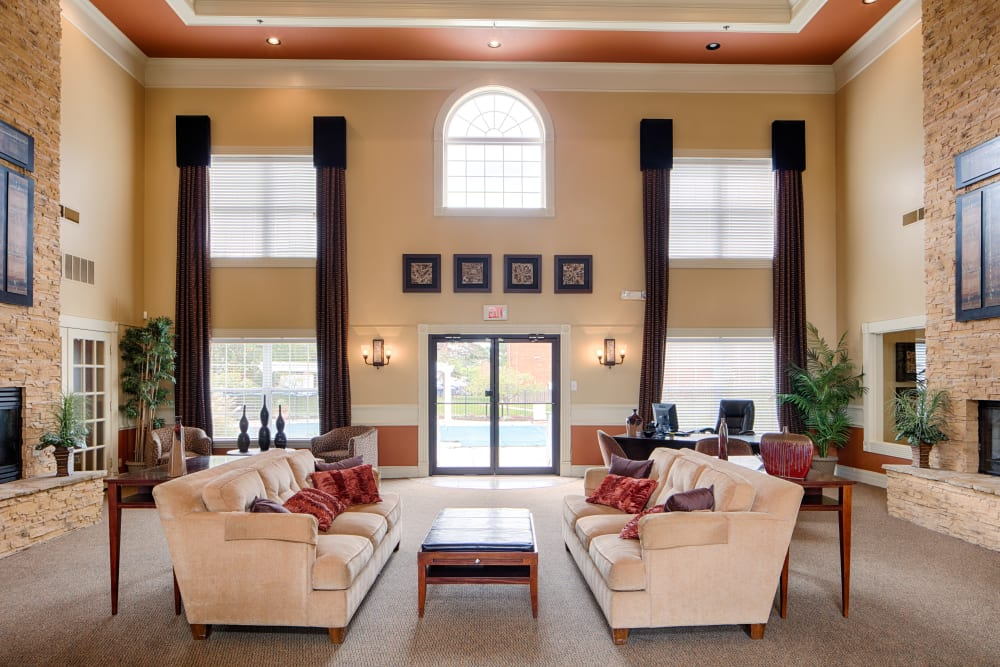 Lobby with modern decor at Oxford Hills in St. Louis, Missouri