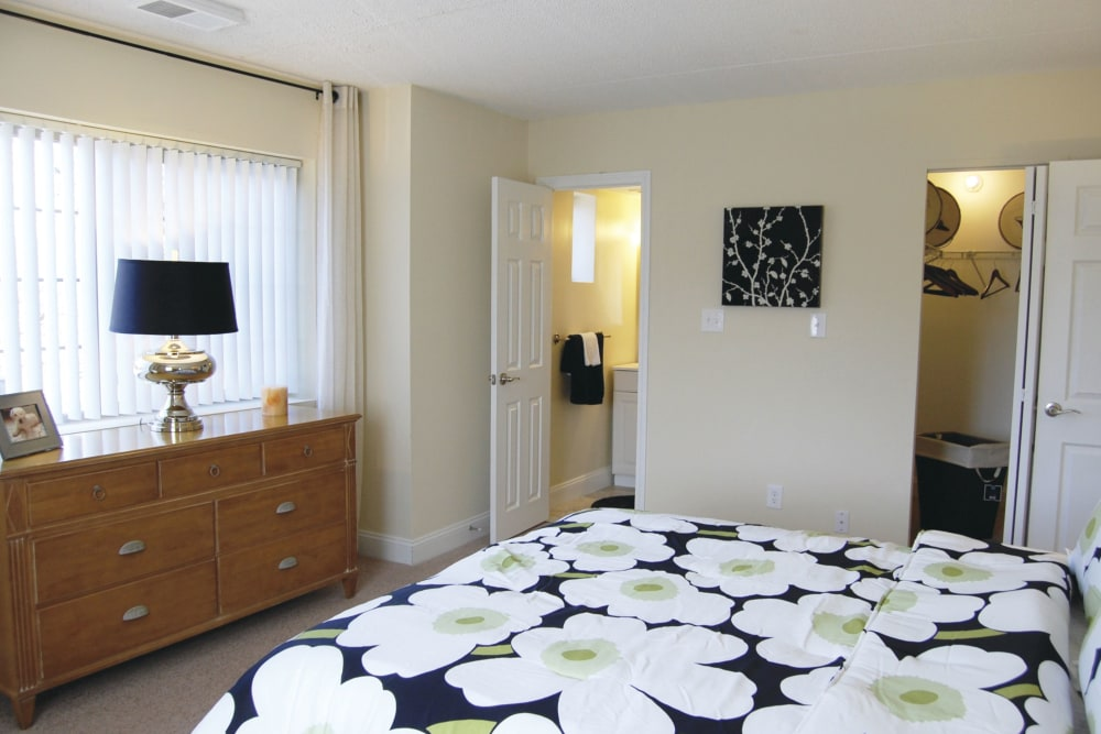Beautiful Apartments with a Bedroom at The Heights At Marlborough