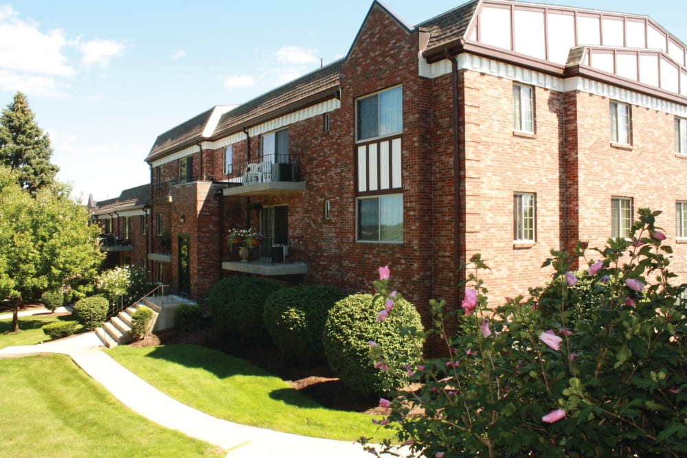 Exterior of apartment building at The Heights At Marlborough in Marlborough, Massachusetts