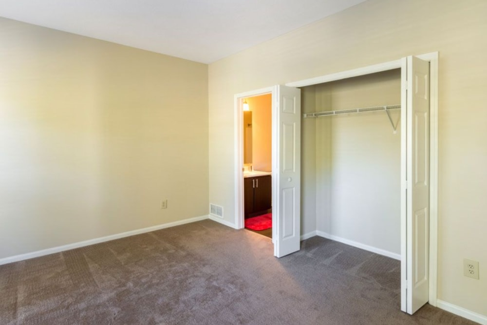 Main bedroom with bathroom access and spacious closet at Heritage Green in Hilliard, Ohio