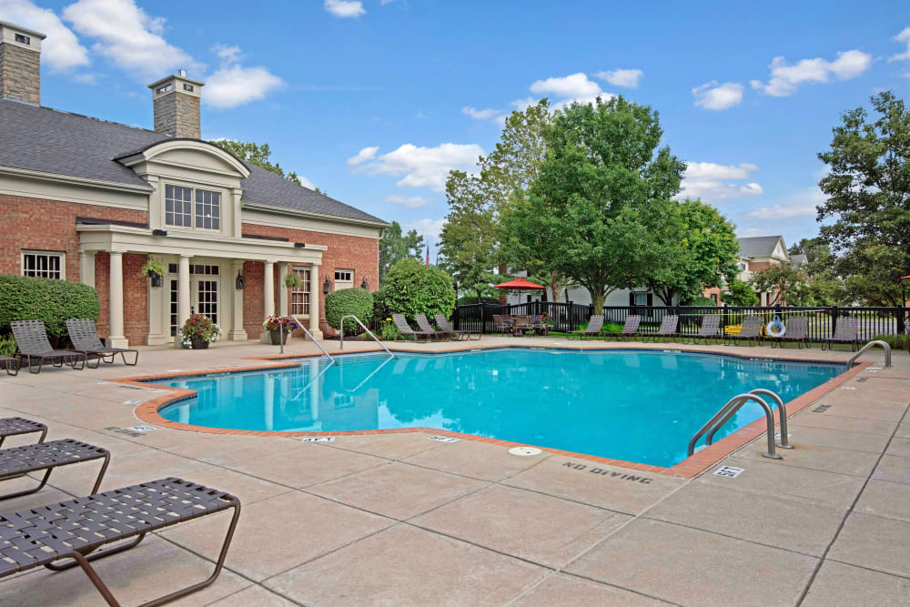 Clubhouse and outdoor swimming pool with lounge chair seating at Heritage Green in Hilliard, Ohio