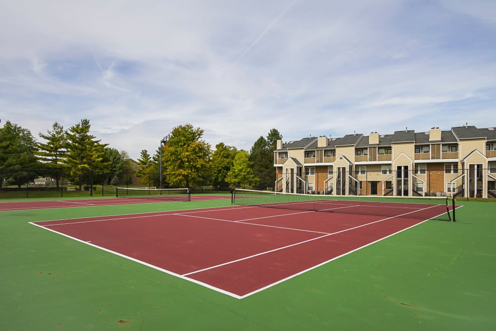 Red tennis courts with apartments in the background at Hickory Creek in Columbus, Ohio