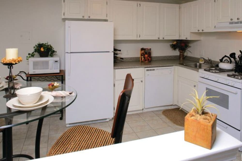 Kitchen with bar and dining nook at Middlesex Crossing in Billerica, Massachusetts