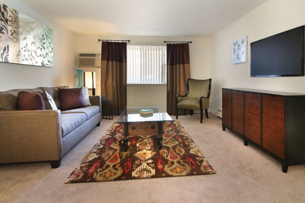 Carpeted living room with modern decor at Middlesex Crossing in Billerica, Massachusetts