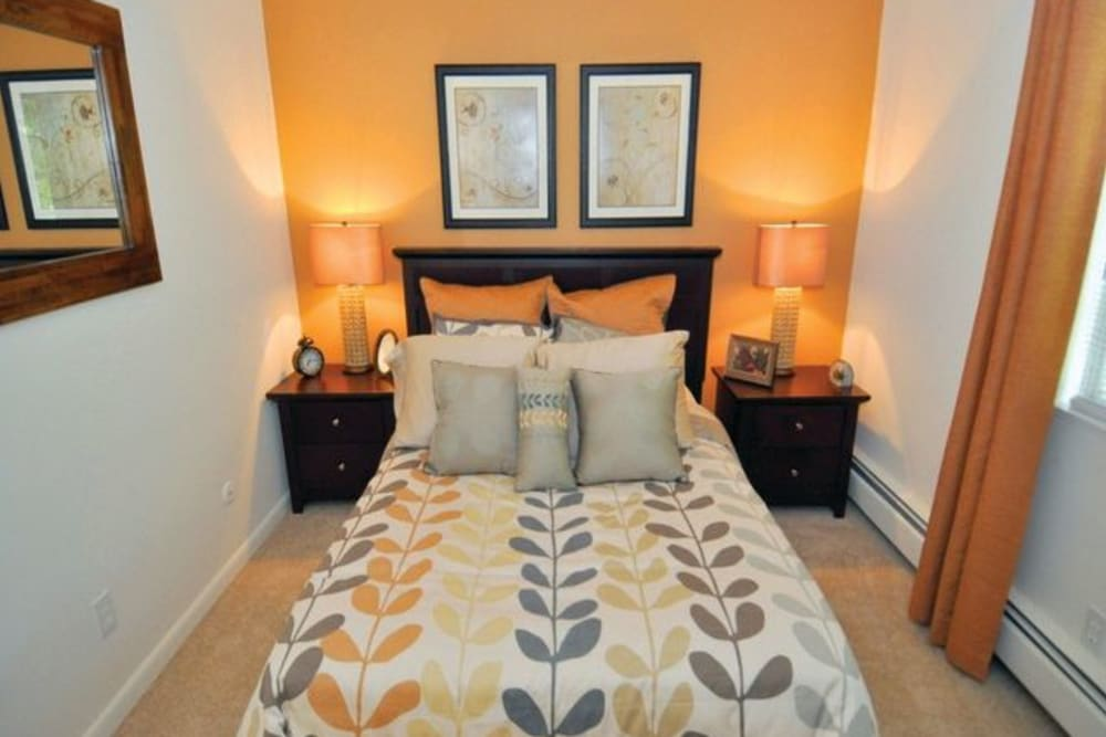 Guest bedroom at Middlesex Crossing in Billerica, Massachusetts