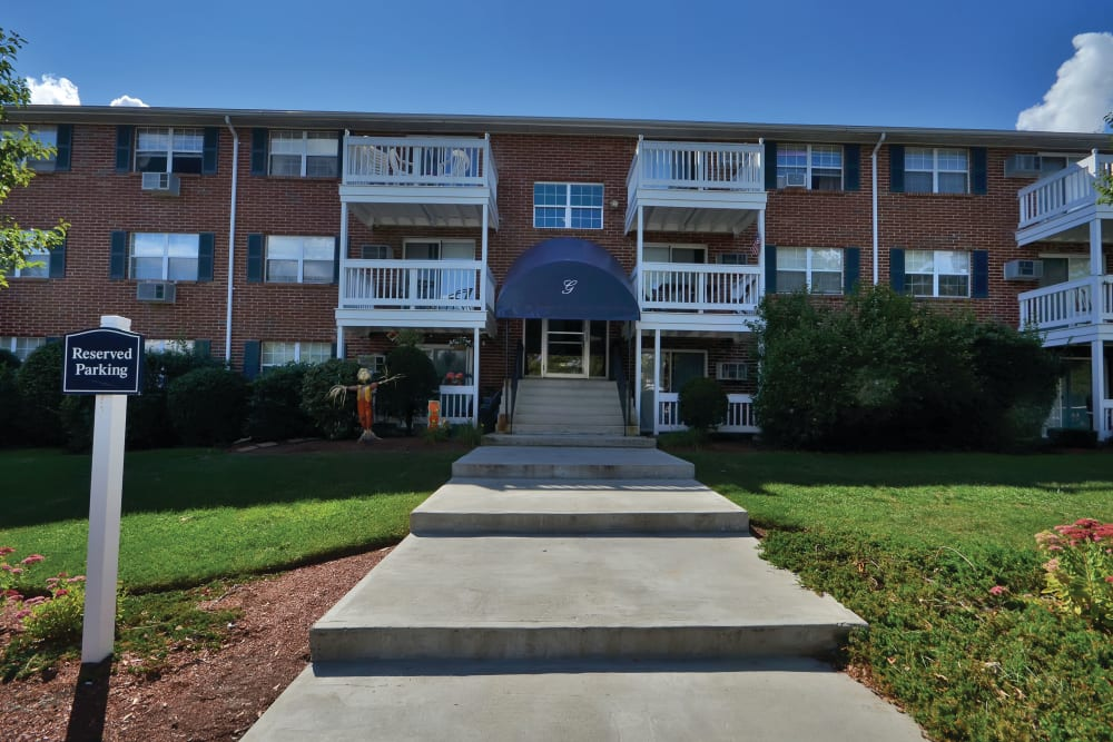 Exterior view of complex at Middlesex Crossing in Billerica, Massachusetts