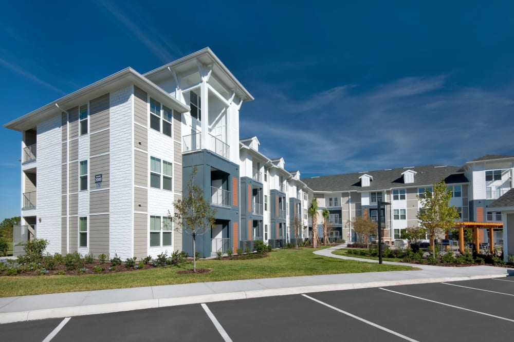 Apartment building and parking lot at Linden Crossroads in Orlando, Florida
