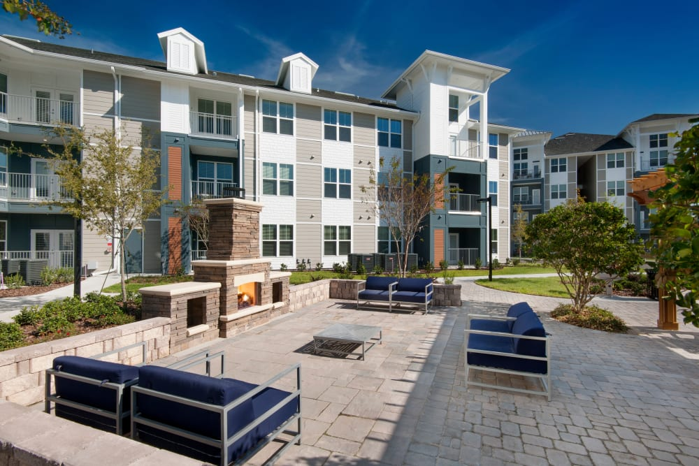 Outdoor patio space and sitting area at Linden Crossroads in Orlando, Florida