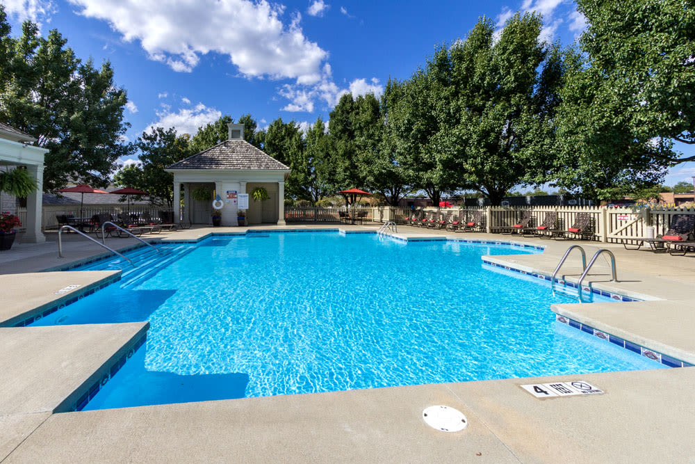 Outdoor swimming pool with plenty of lounge chairs at Sycamore Ridge in Dublin, Ohio