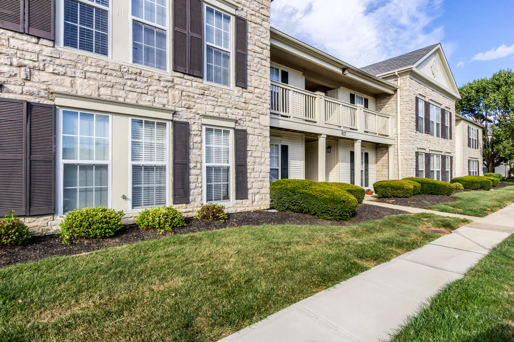 Exterior view of complex and balconies at Sycamore Ridge in Dublin, Ohio
