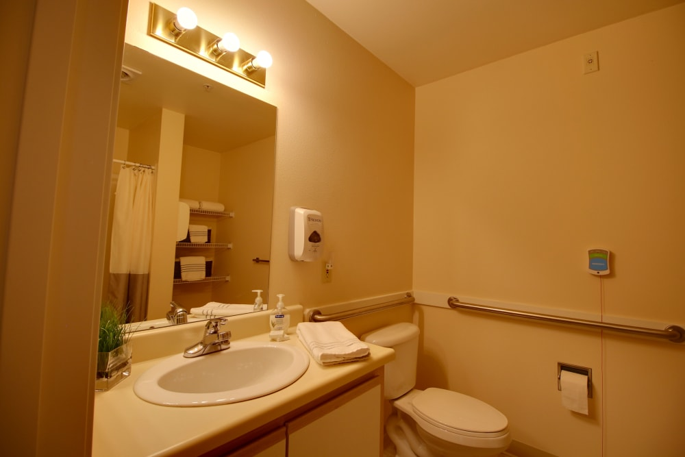 A resident bathroom at Patriots Glen in Bellevue, Washington.