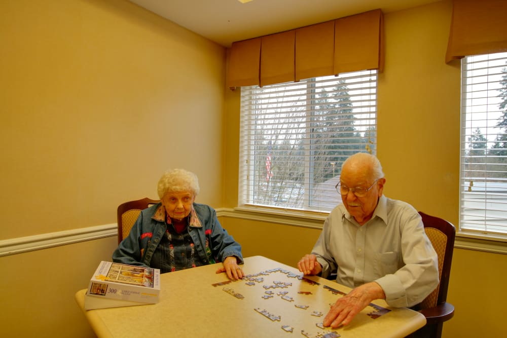 Residents doing a puzzle at Patriots Glen in Bellevue, Washington.