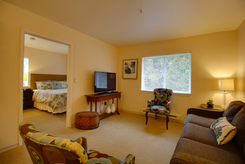A resident living room at Patriots Glen in Bellevue, Washington.