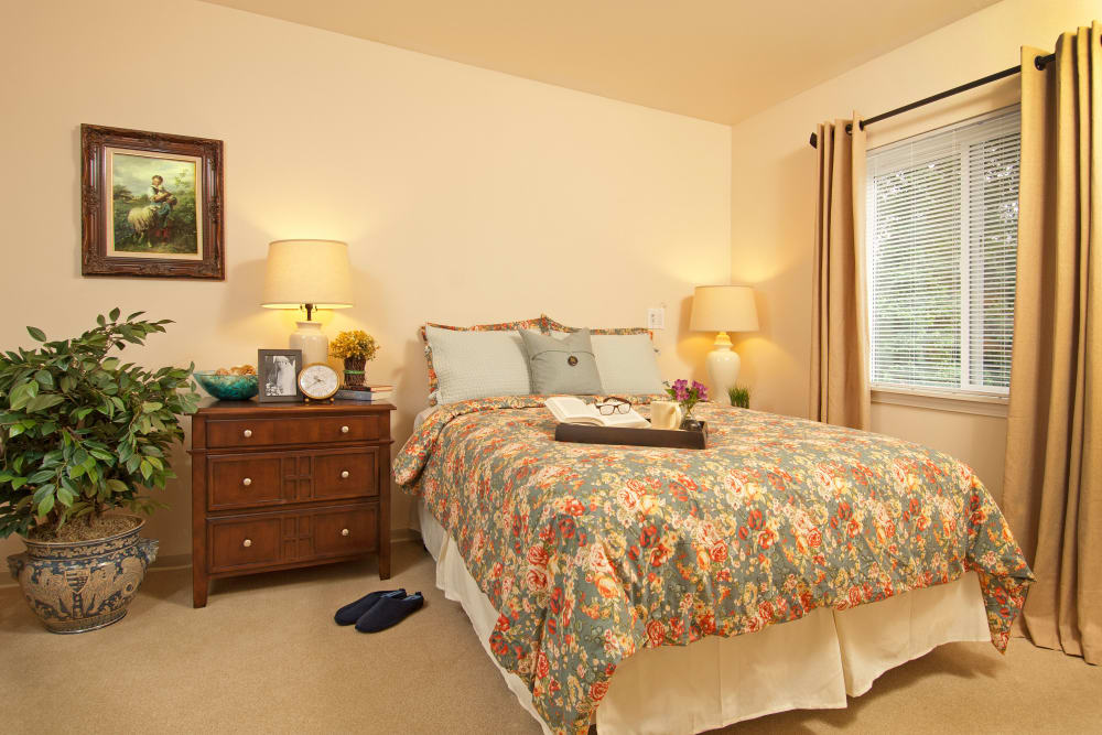 Large bedroom at Patriots Glen in Bellevue, Washington.