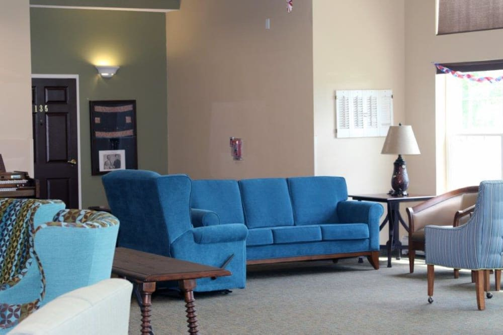 Community lounge with blue furniture at Keelson Harbour in Spirit Lake, Iowa