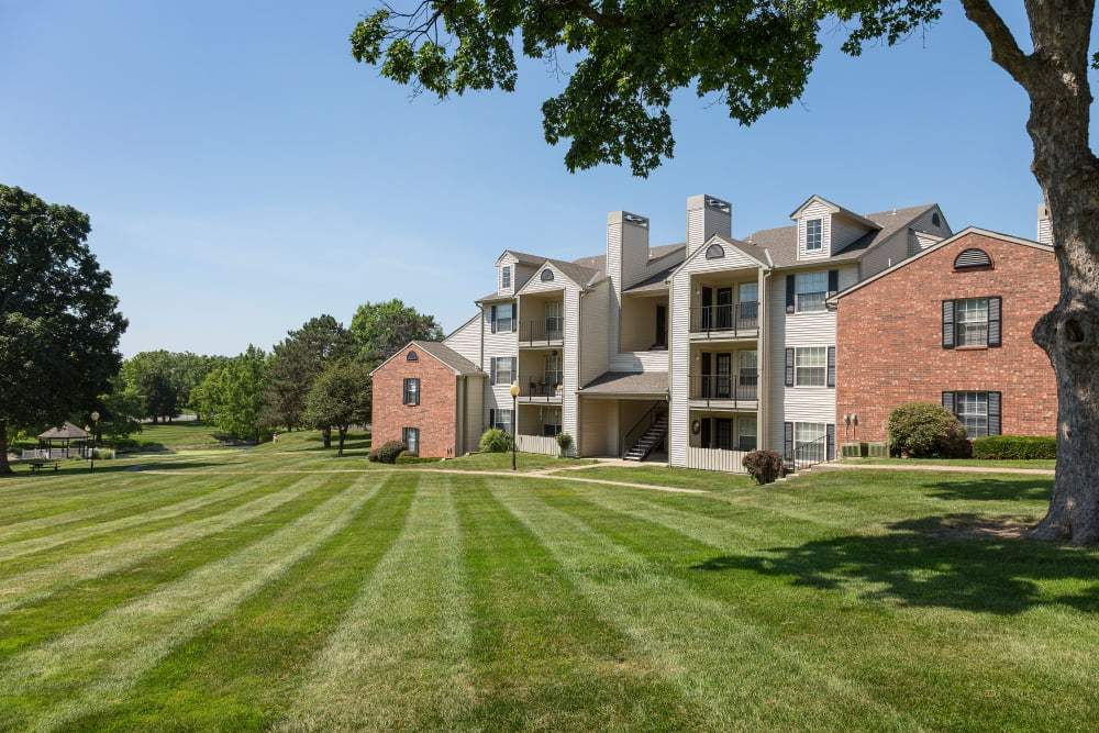 Impeccably landscaped lawn space at The Mansion in Independence, Missouri