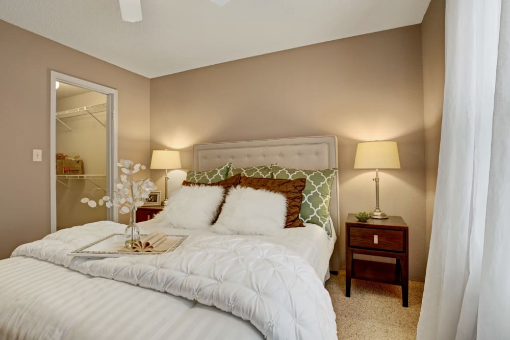 Model bedroom with two bedside lamps at The Lakes of Schaumburg in Schaumburg, Illinois